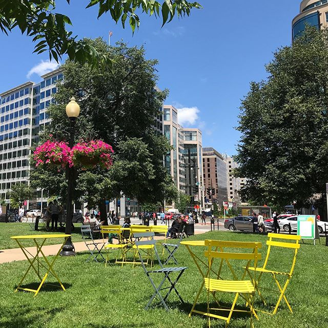 Happiness is... enjoying lunch outside in the perfect weather - temps, breeze, and sun were just right. An absolutely amazing Friday. #myfit40s #farragutfridays #goldentriangledc