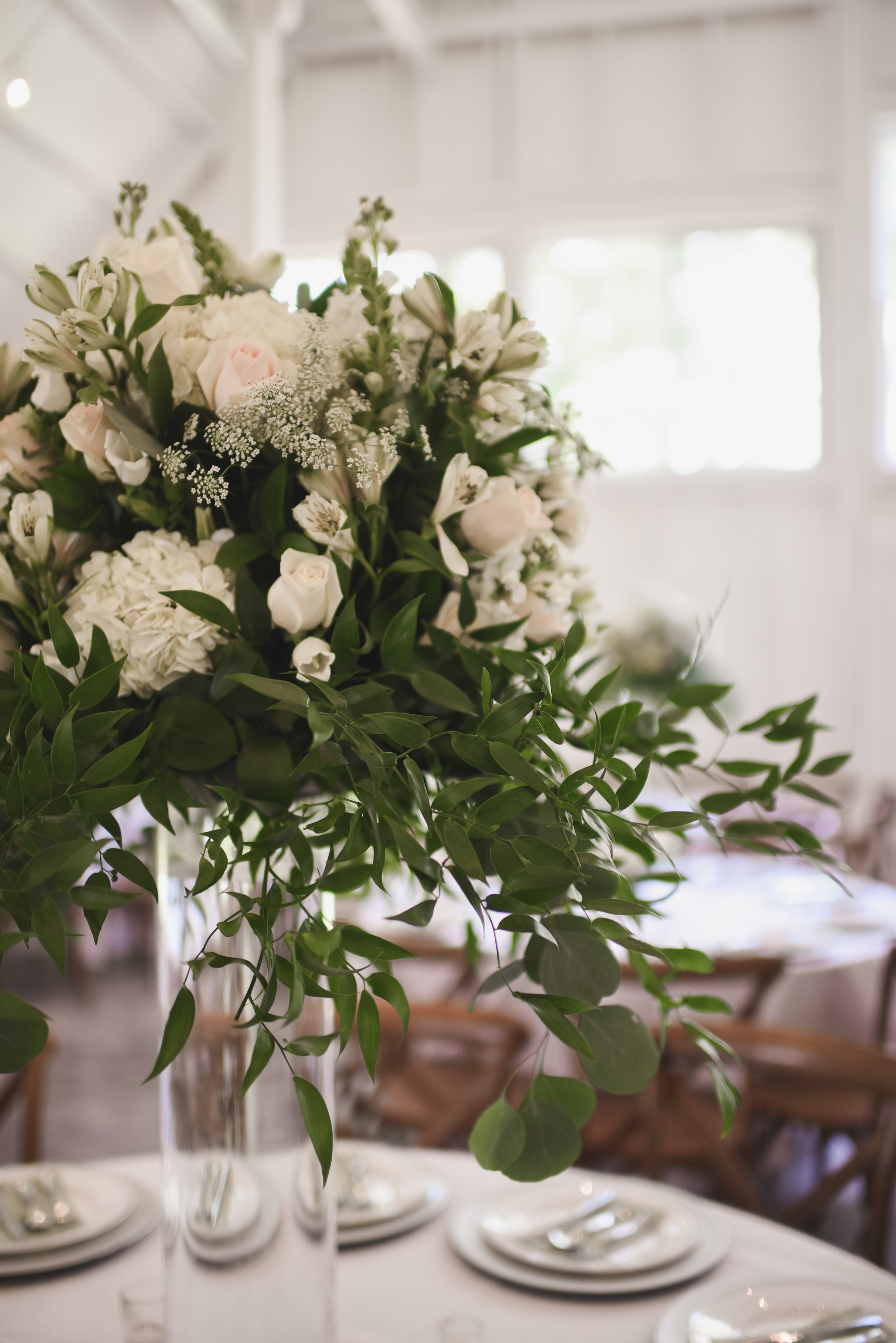 wedding flowers, bridal flowers, event design, floral design, Arkansas wedding, bride and groom, white centerpiece, kindred collective, kindred barn