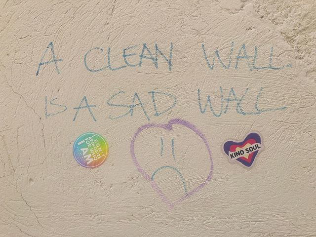 Waking Maya takes Venice! we took the invitation written on the wall to make it less sad 😂  Kind soul stickers via @drsweetsmusic 💖