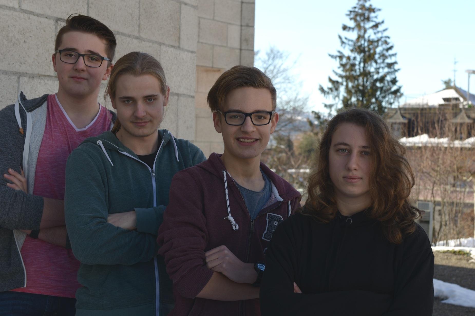 Jerome (17), Vinzenz (18), Julian (17) und Šana (17) - Steuerung
