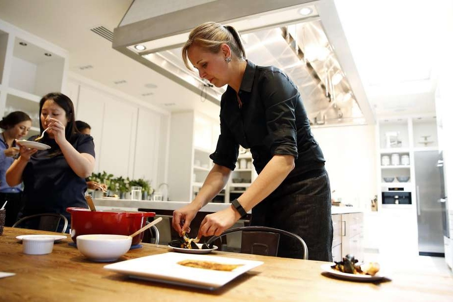 SF CHRONICLE | A culinary life reinvented, without gluten - At age 23, Amanda Haas was on top of the world.Fresh out of college, the self-described food-obsessive had abandoned a desire to go to culinary school — the expense too steep to justify — and had instead landed a job at Williams-Sonoma.