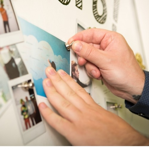 customer-wall-created-with-magnetic-plaster.jpg