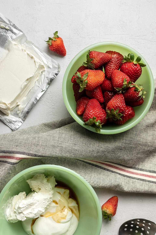 JodiLoves-Stawberry-Yogurt-Parfait-Dessert-ingredients.jpg