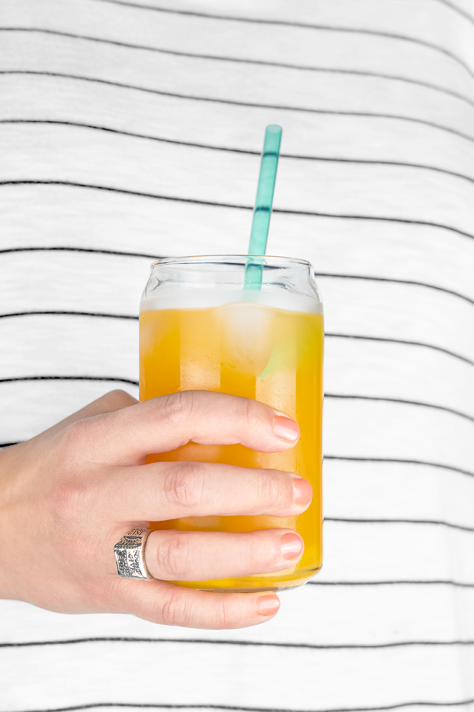 JodiLoves-Mango-Basil-Fizzy-Mocktail-Hands.jpg