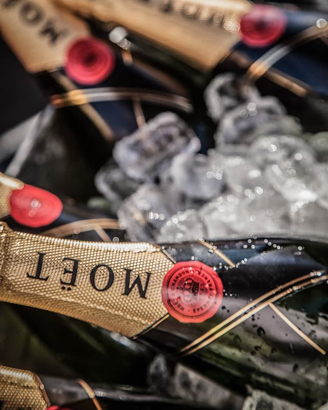 Happy weekend lovers...Moet for celebration Saturday. . . . . . #hampers #flowers #champagne #byronbay #celebrate #gifts