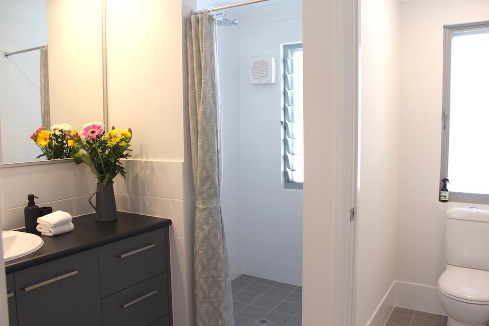 5-rooms-retreat-group-accommodation-margaret-river-10-people-ensuite-bathroom.jpg