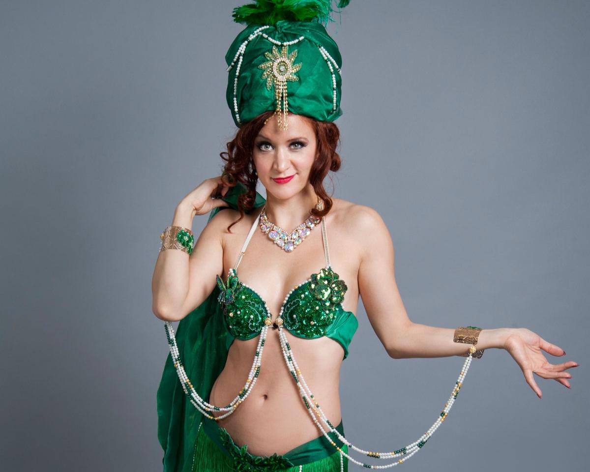 Francine_green_front_headdress.jpg