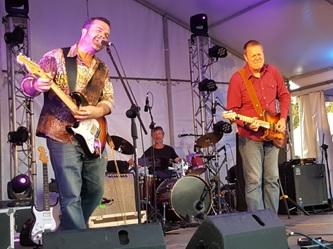 Bondi Cigars: Eben Hale (guitar/vocals), Frank Corby (drums, vocals), Shane Pacey (guitar vocals), Alan Britton (bass, vocals).