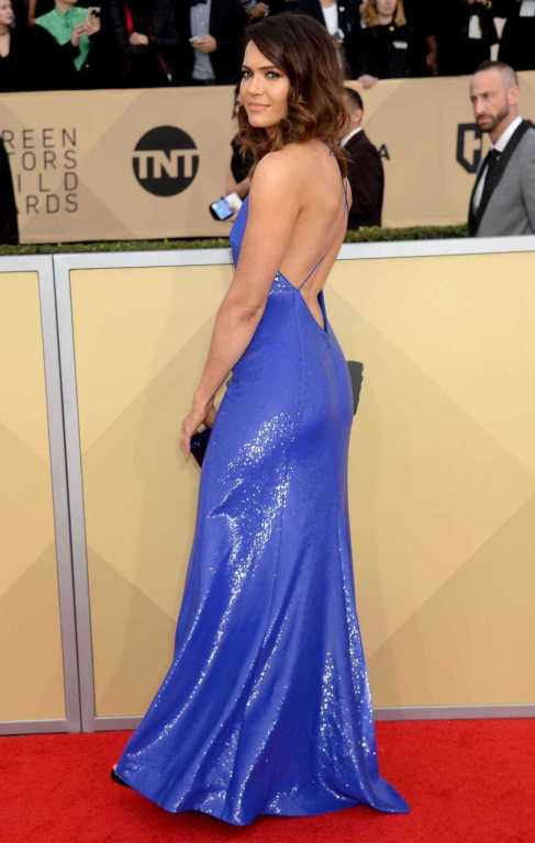 MANDY-MOORE-KAYLEE-SCREEN-ACTORS-GUILD-AWARDS-2018.jpg