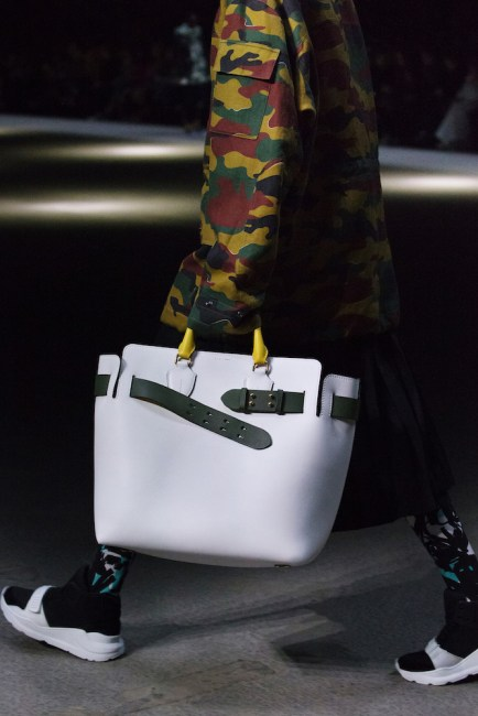 The-Belt-Bag-Burberry-February-2018-Show_001.jpg