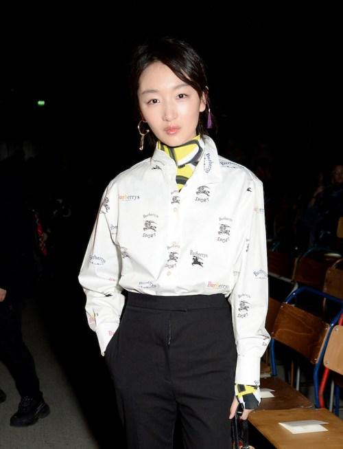 Zhou-Dongyu-at-the-Burberry-February-2018-show_001.jpg