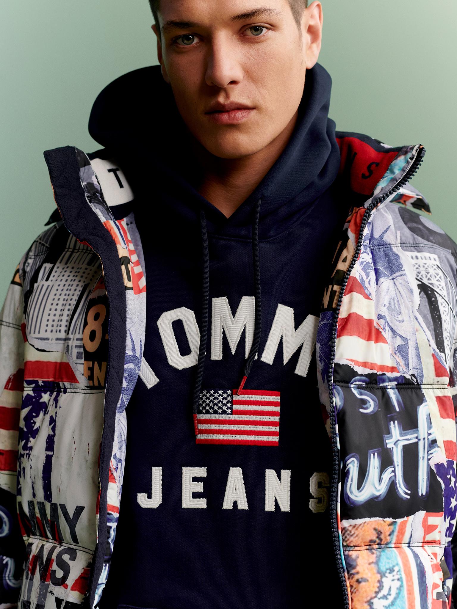 TH_Fall2019_TommyJeans_Lookbook_Look_12_Detail01.jpg