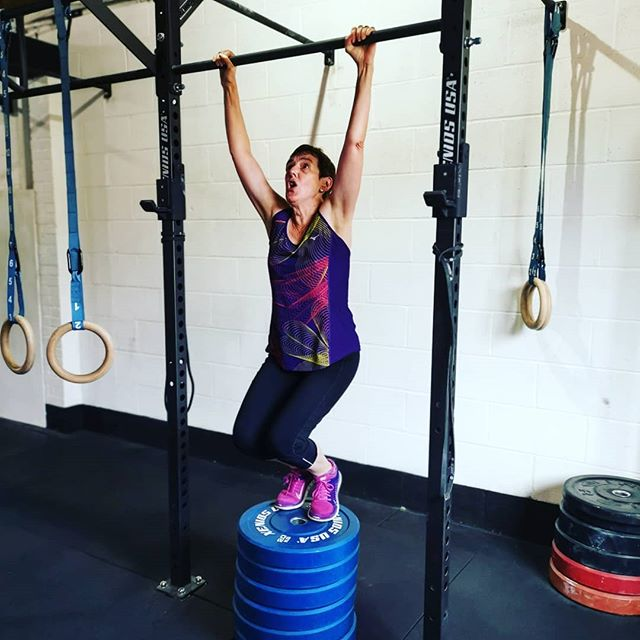 Great couple of days working on gymnastic moves. Everyone scaling appropriately and making alot of progress! . #crossfit #scaling #pullups #hspu #handstandeveryday #wearegrandunion #berkhamsted