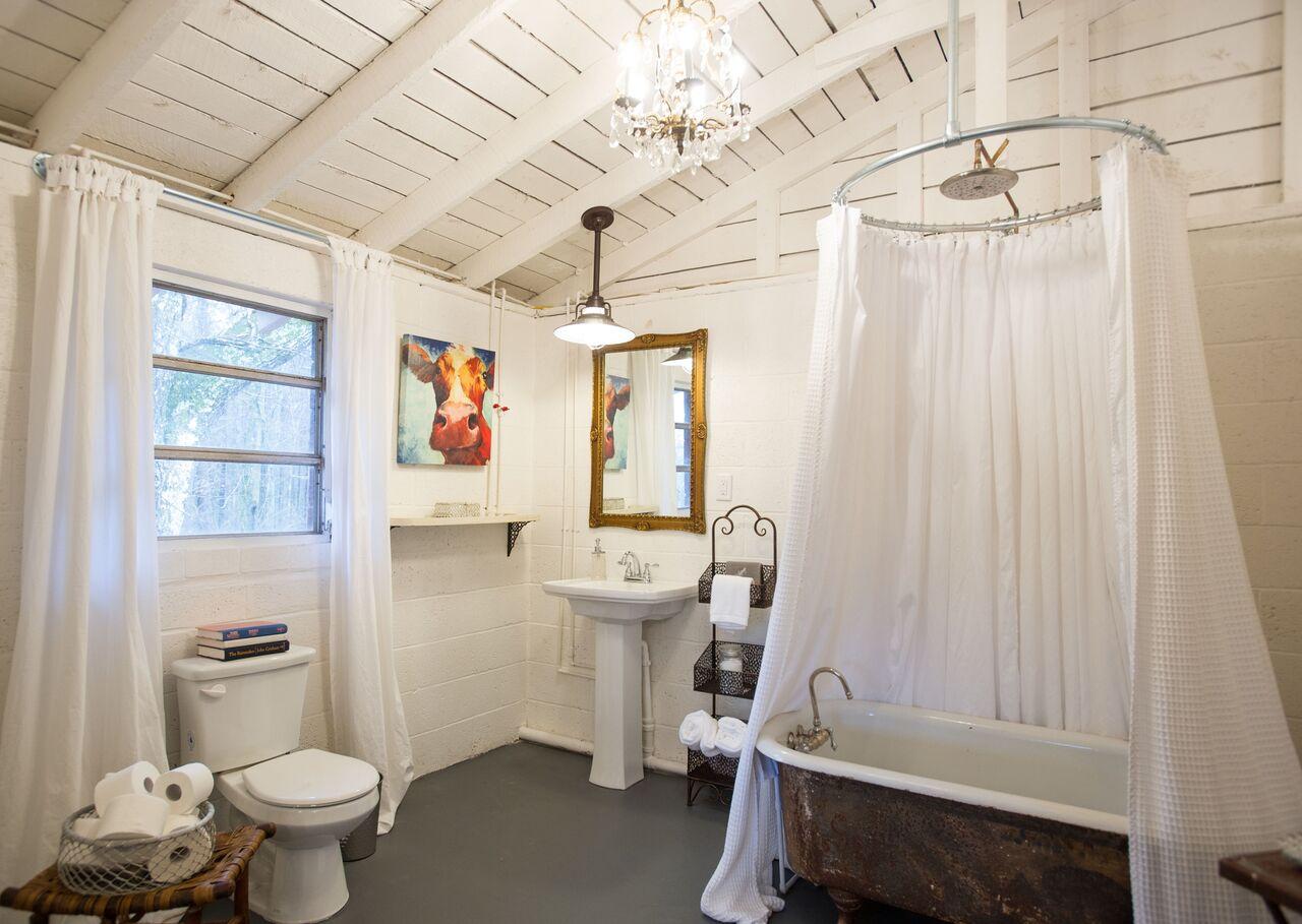 Luxurious Vintage Cottage