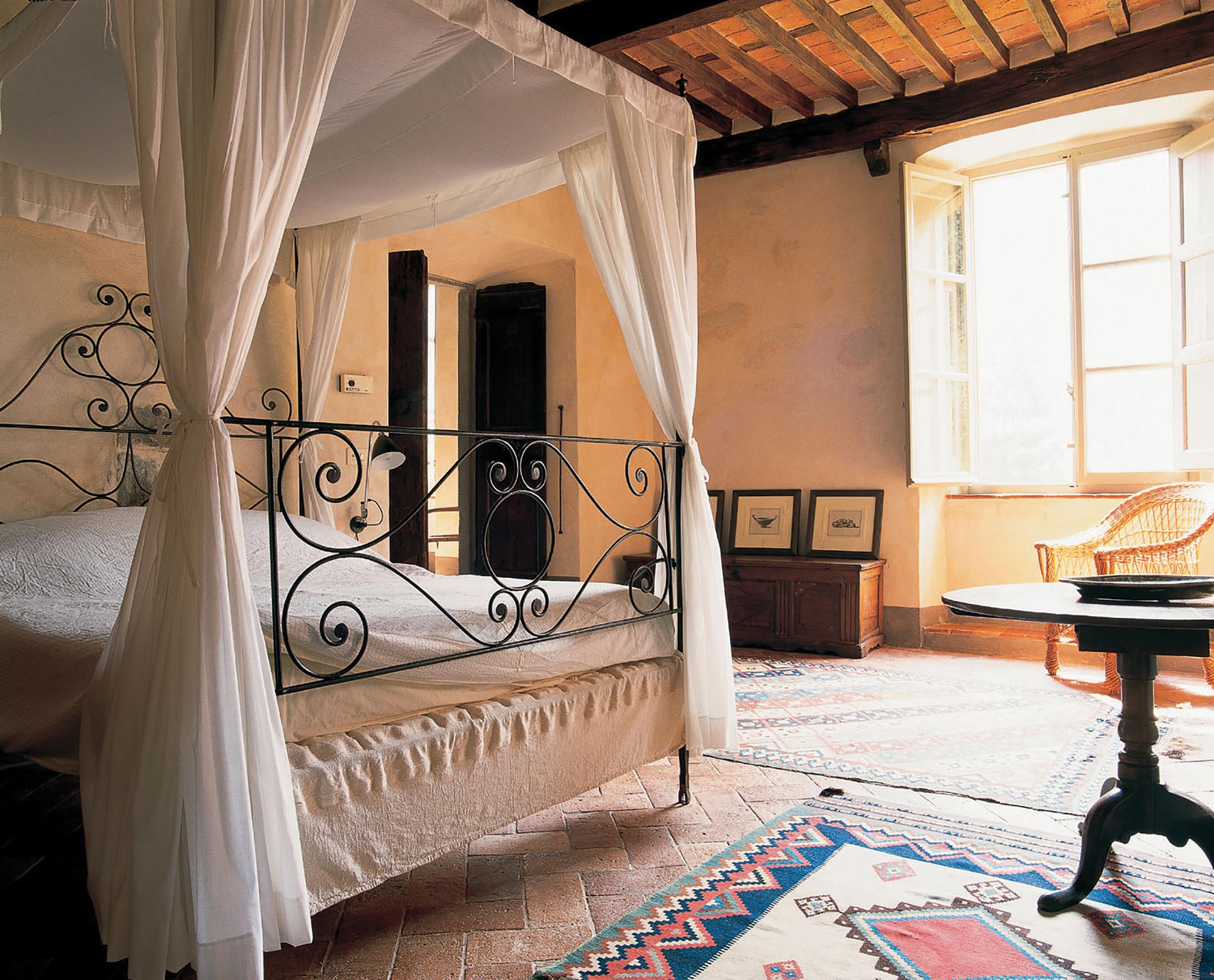 villa bedroom.jpg