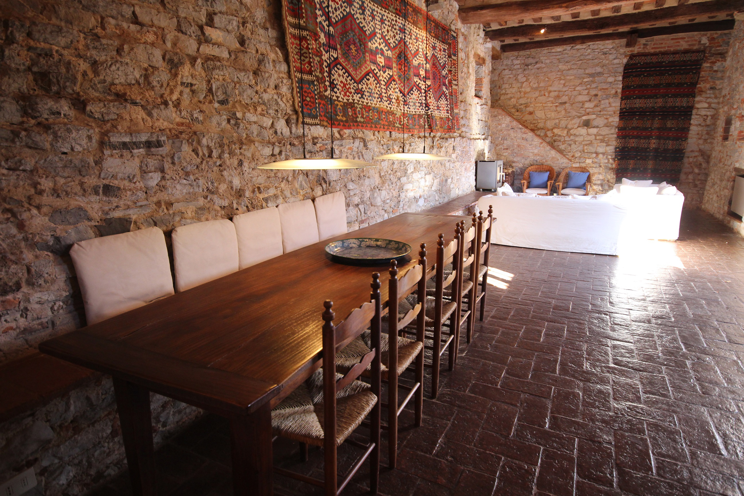 Cottages dining area.jpg
