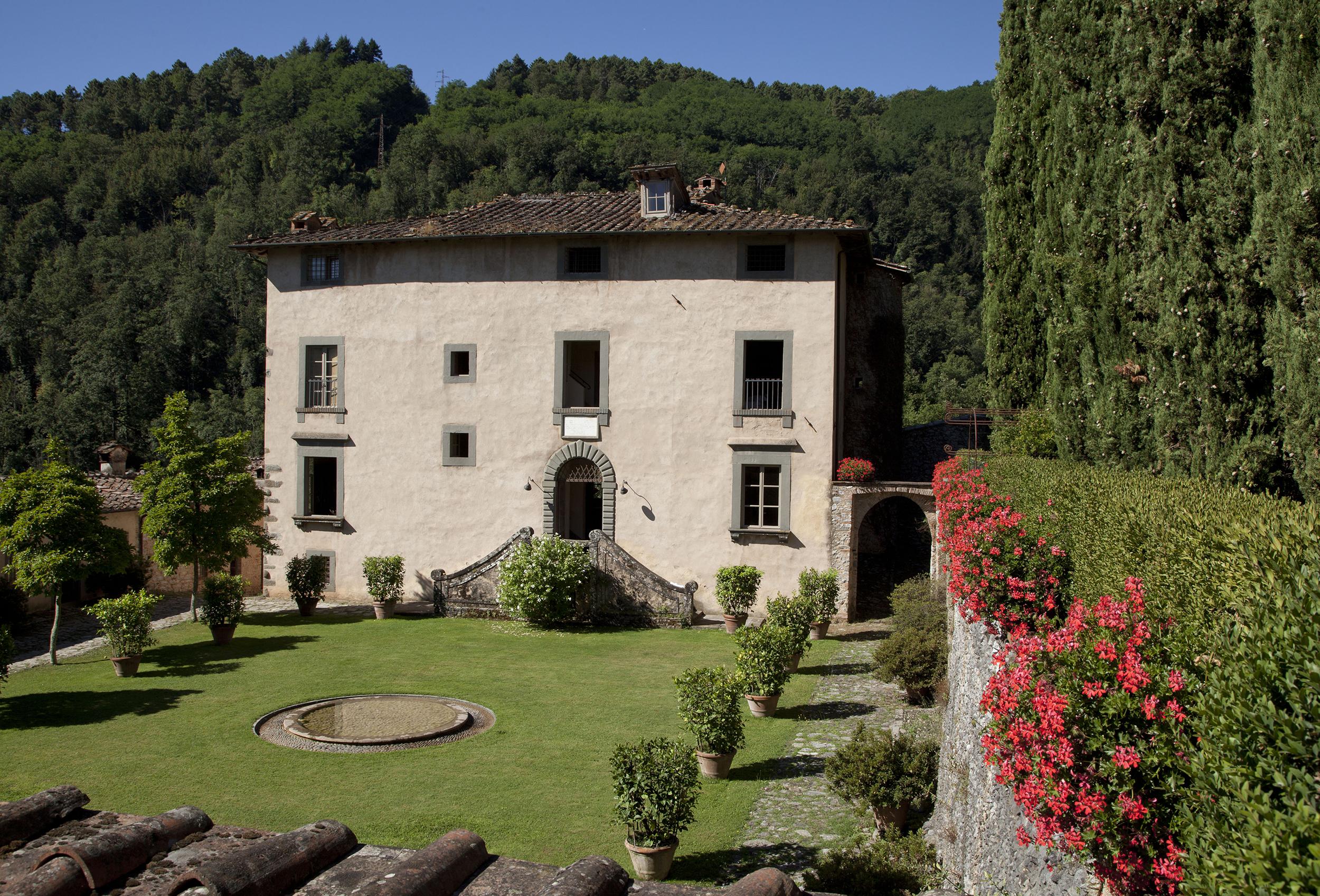 villa exterior.jpg
