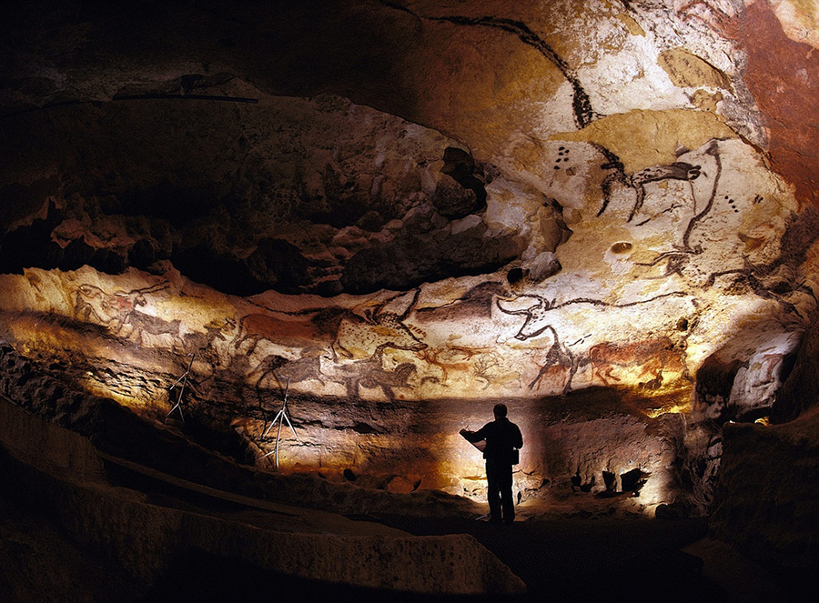 Prehistoric life of the Dordogne - There are scores of fabulous caves, cave paintings, troglodyte homes, museums, and the world heritage site of Lascaux 2 for those interested in this fascinating era of early mankind's history.