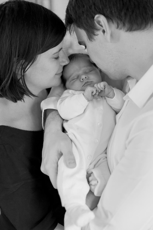 Ines-Aramburo-photographe-paris-nouveau-ne-lifestyle-seance-photo-famille-grossesse-photographer-newborn-maternity-17.jpg