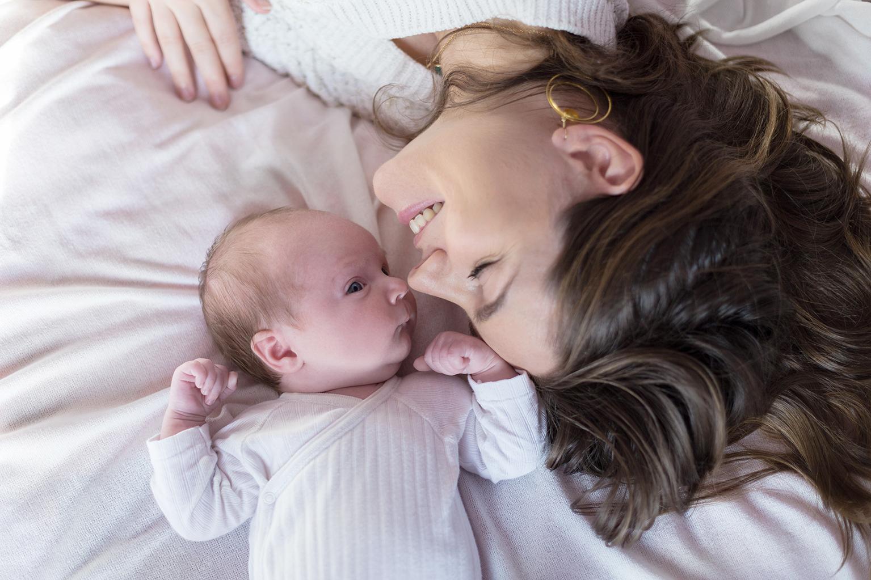 Ines-Aramburo-photographe-paris-nouveau-ne-lifestyle-seance-photo-famille-grossesse-photographer-newborn-maternity-25.jpg