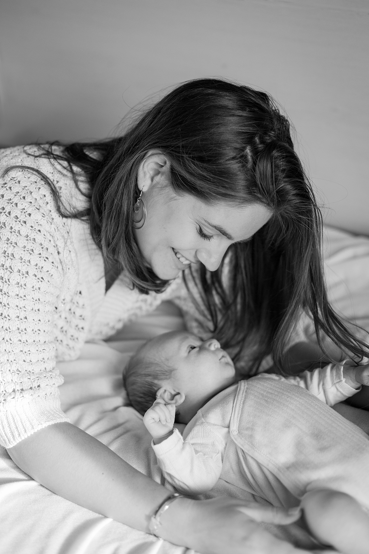 Ines-Aramburo-photographe-paris-nouveau-ne-lifestyle-seance-photo-famille-grossesse-photographer-newborn-maternity-28.jpg