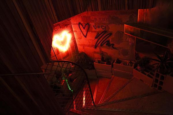 qxp_hero_vi_All-neon-like-love.jpg
