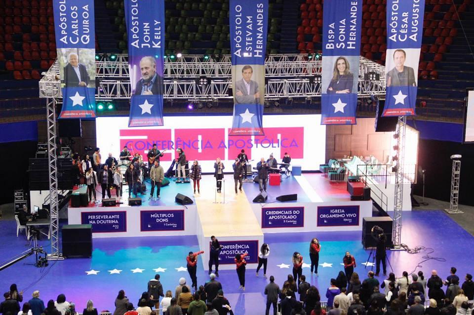 Estevan con - banners stage.jpg