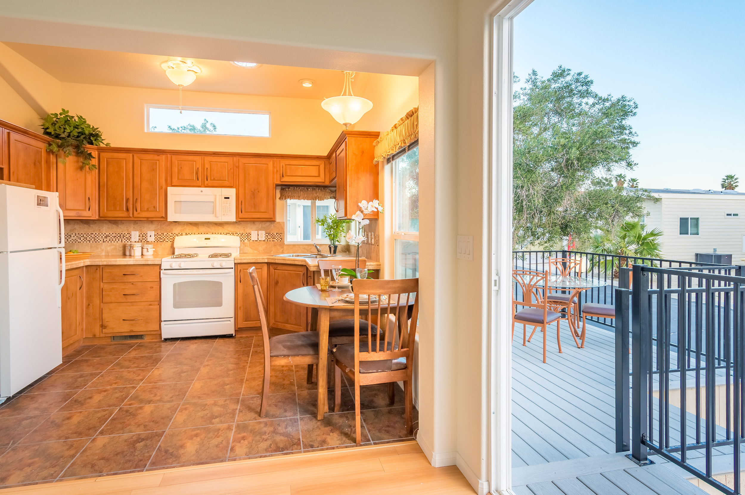 oak-kitchen-with-patio-view.jpg