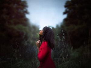women_prayer.jpg