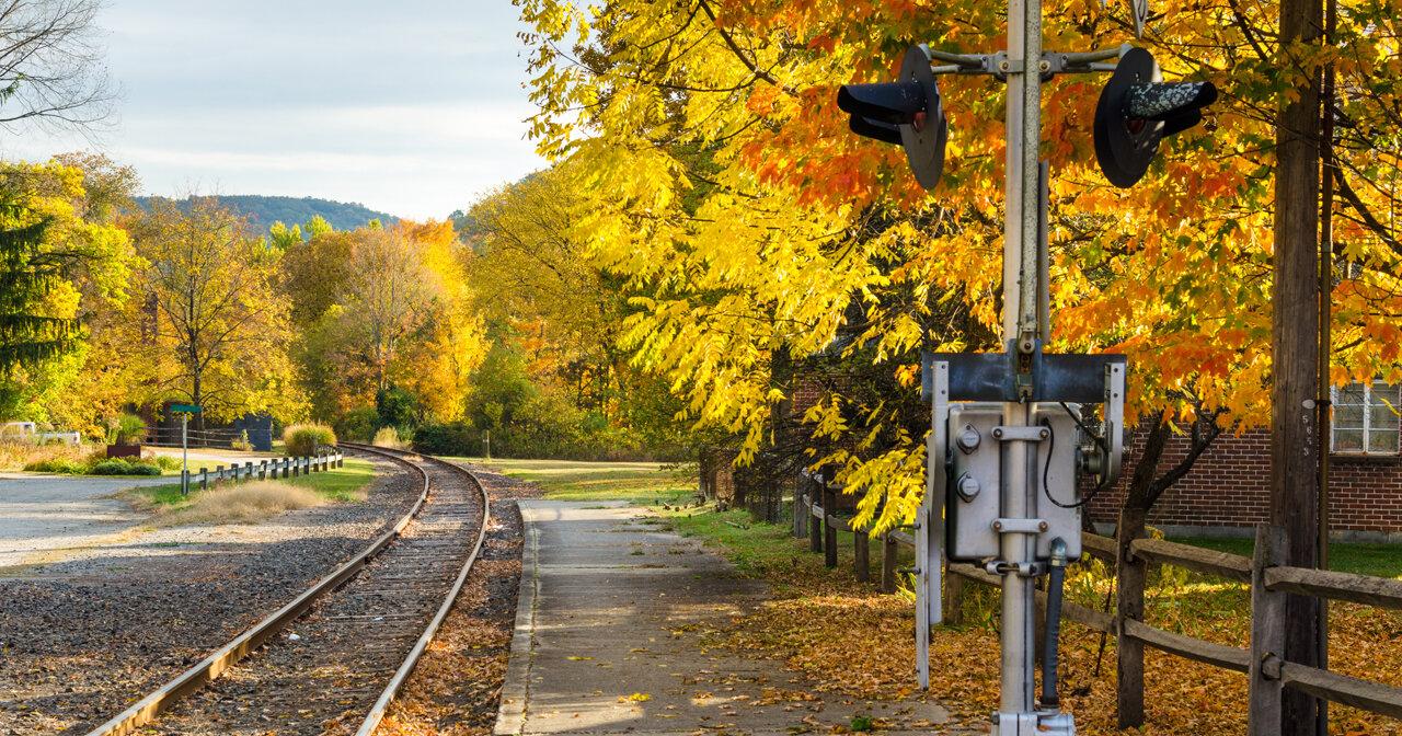 Railroad tracks in Kent rev.jpg