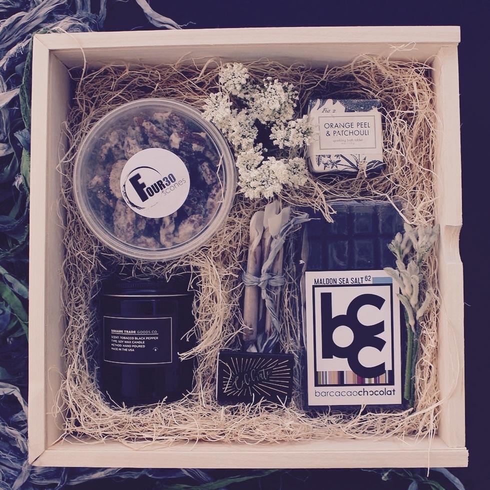Swan+Groom+Gift+Box.jpg