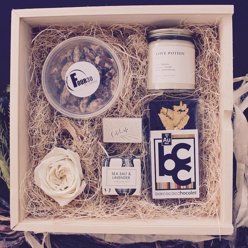 Swan+Bridal+Gift+Box+2.jpg