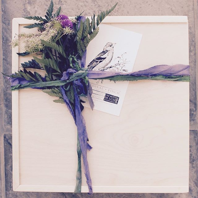 No. 1 Une boîte de luxe personnalisée  #cardinalandfinch #boitedeluxe #woodenbox #keepsakebox #ribbon #stationary #giftbox #giftboxco