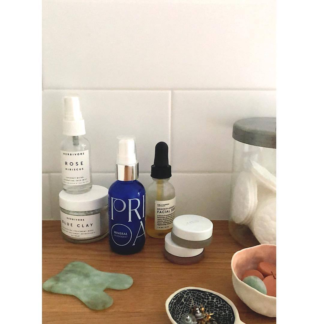 Go over some organic, non-toxic, healthy skin care products in stories today… a sort of Medicine Kitchen for your bathroom segment if you're interested! ❤️👆🏻  .  .  .  #medicinekitchen #organicskincare #healthyskincare #cleanskinmatters #cleanskin #skinfood #skincareroutine #selfcaresunday #primaryelements #rmsbeauty #herbivorebotanicals #guasha #healthathome