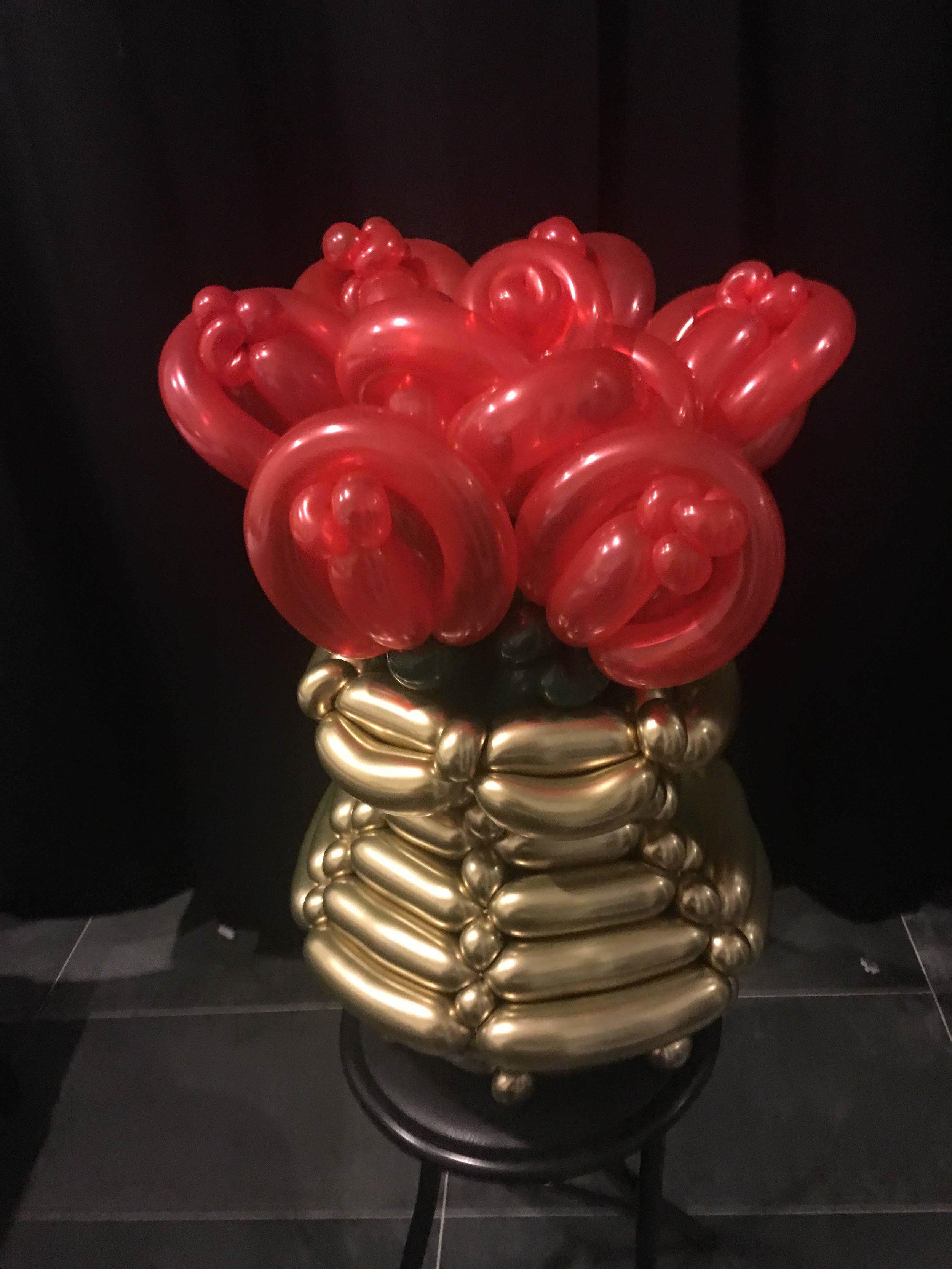 Bouquet. Elegant bouquet with hat base.jpg