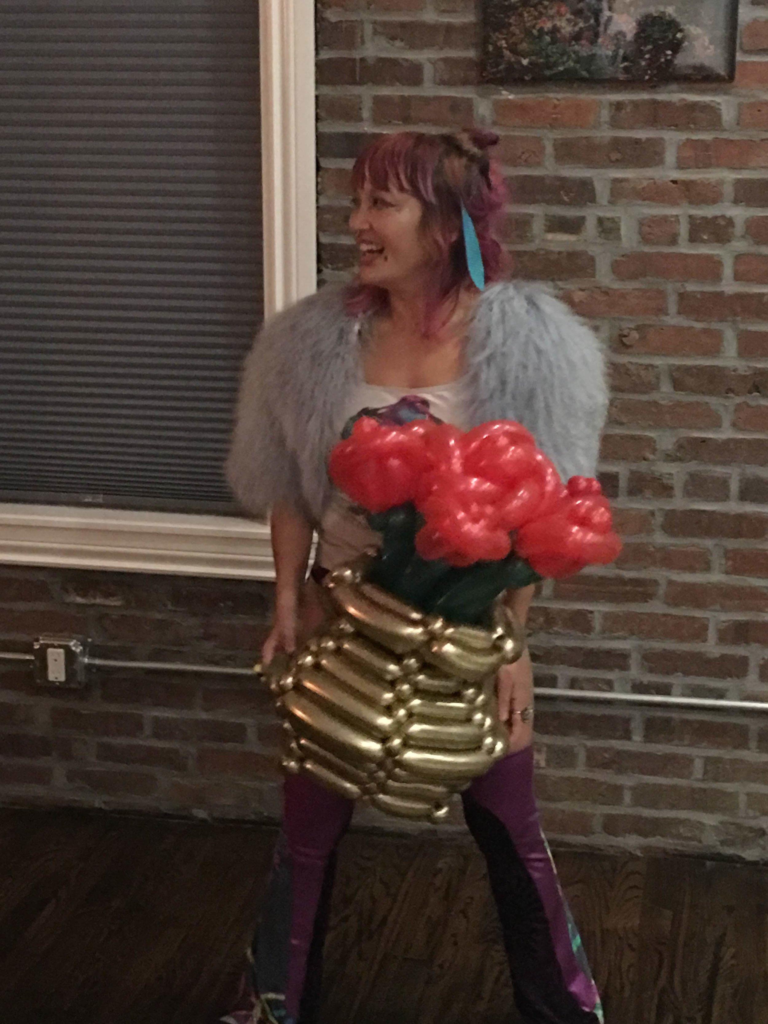 Giftee. Elegant bouquet with hat vase with giftee.jpg