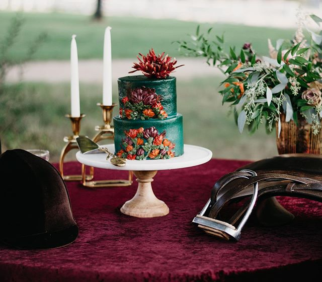 We should have styled shoots at the barn every 💯 degree day! This gets us super excited about the Fall! • • • Styling/Florals- @mulberrycottageevents  Venue- @carltonfarmshorsestables  Cake- @rachel.bakes  Hair- @hairbyemilydami  Makeup- @faceartistrybycara  Invitation Suite & Calligraphy- @virginiahandwritingco  Watercolor Designs- @kpcalligraphyco  Ring- @thepreciousgems  Dress- @didomenico_design  Rentals- @distinctiveeventrentals Photography- @jamielapetinaphoto • • #virginiaweddings #horsewedding #williamsburg #williamsburgweddings #virginia #moodywedding