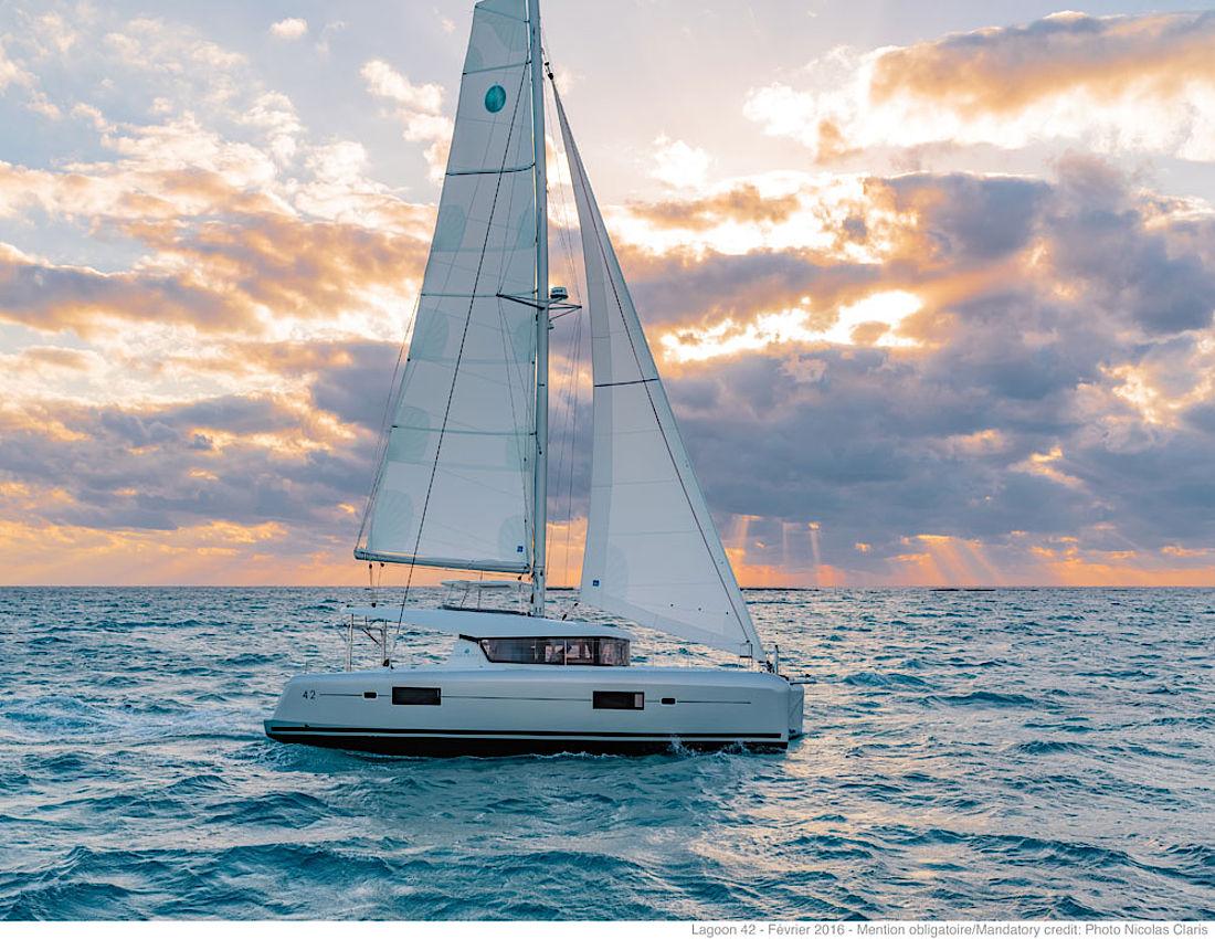 csm_Lagoon_42_sail8_25af8971b4.jpg