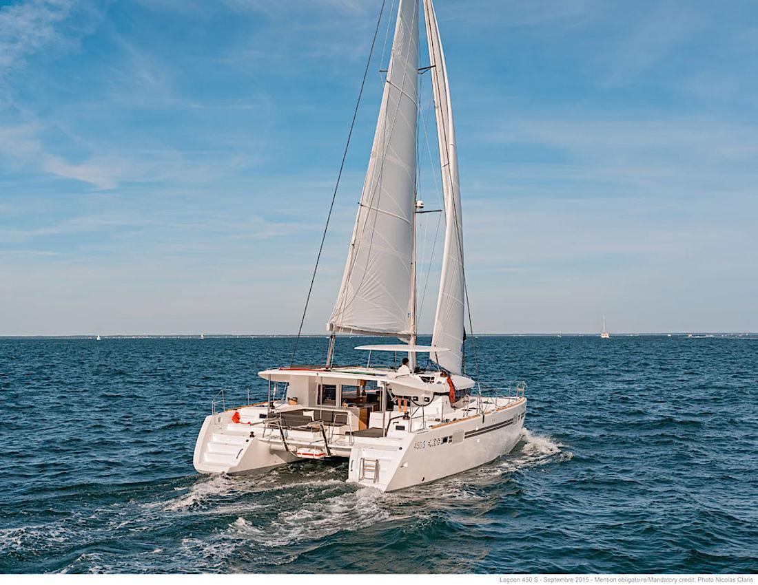 csm_Lagoon_450Sporttop_Sail_2_016b51f160.jpg