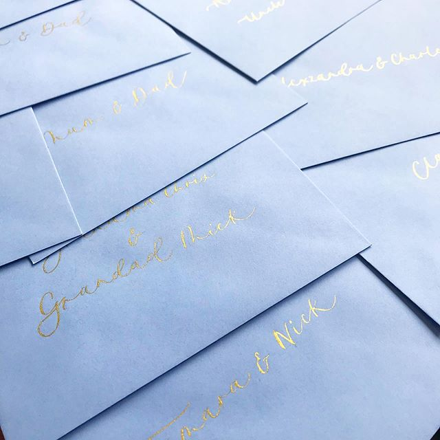 Hand lettering envelopes for a party invite suite that's just been delivered. Blue and gold perfection 👌🏼