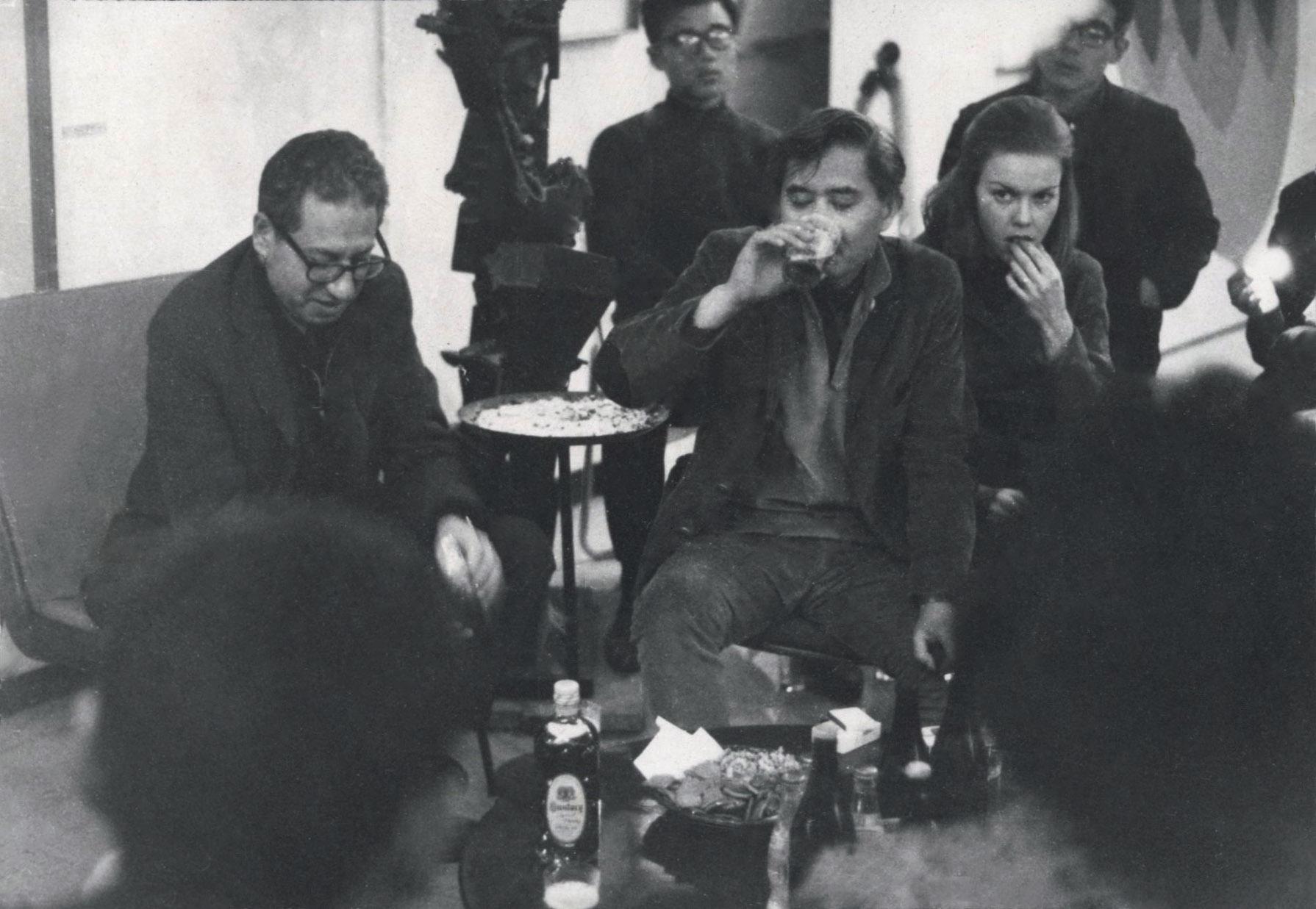 Kanemitsu and Jules Langsner visiting the Gutai group in Osaka, Japan, 1964.