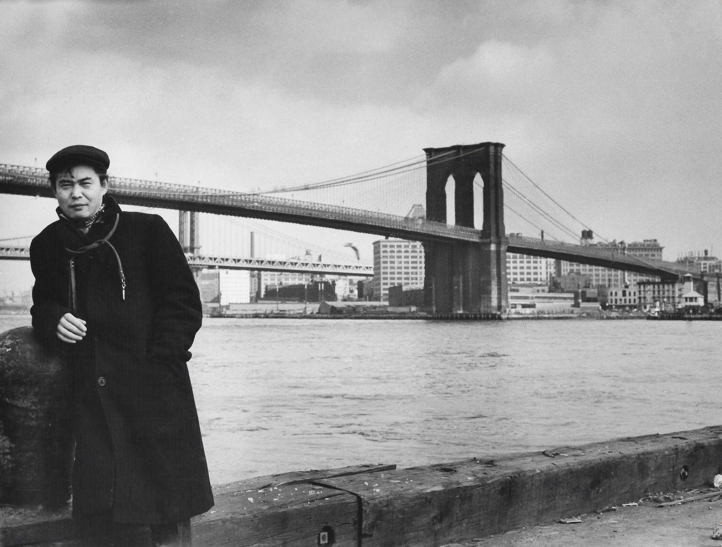 Kanemitsu in front of the Brooklyn Bridge, 1954.