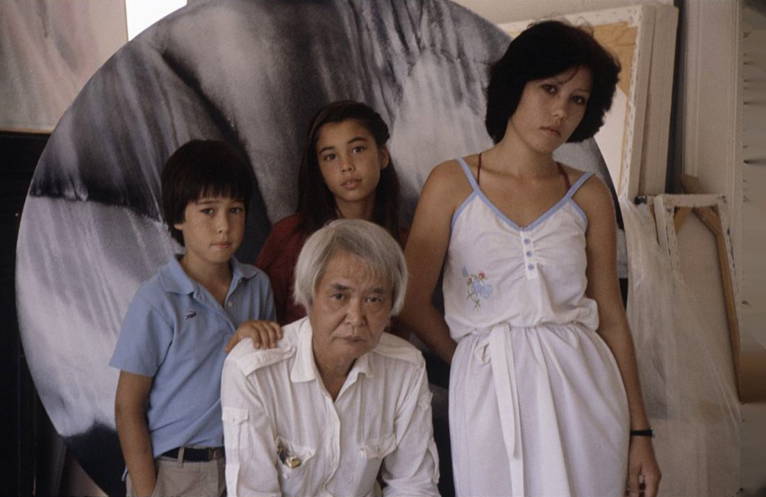 Kanemitsu and his children, December 1981.