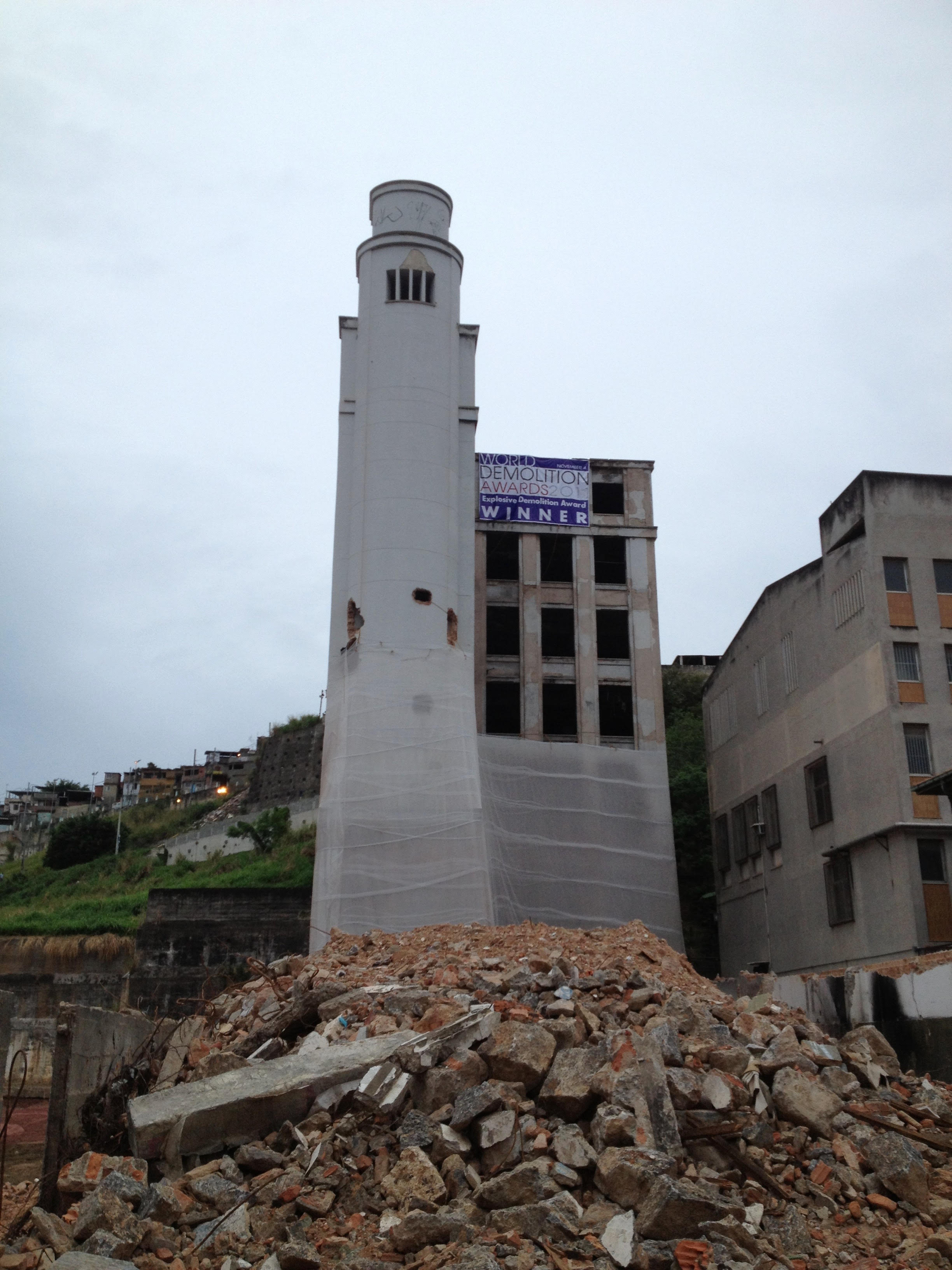 Fabio Bruno USA - Manchete Building - Implosion.jpg