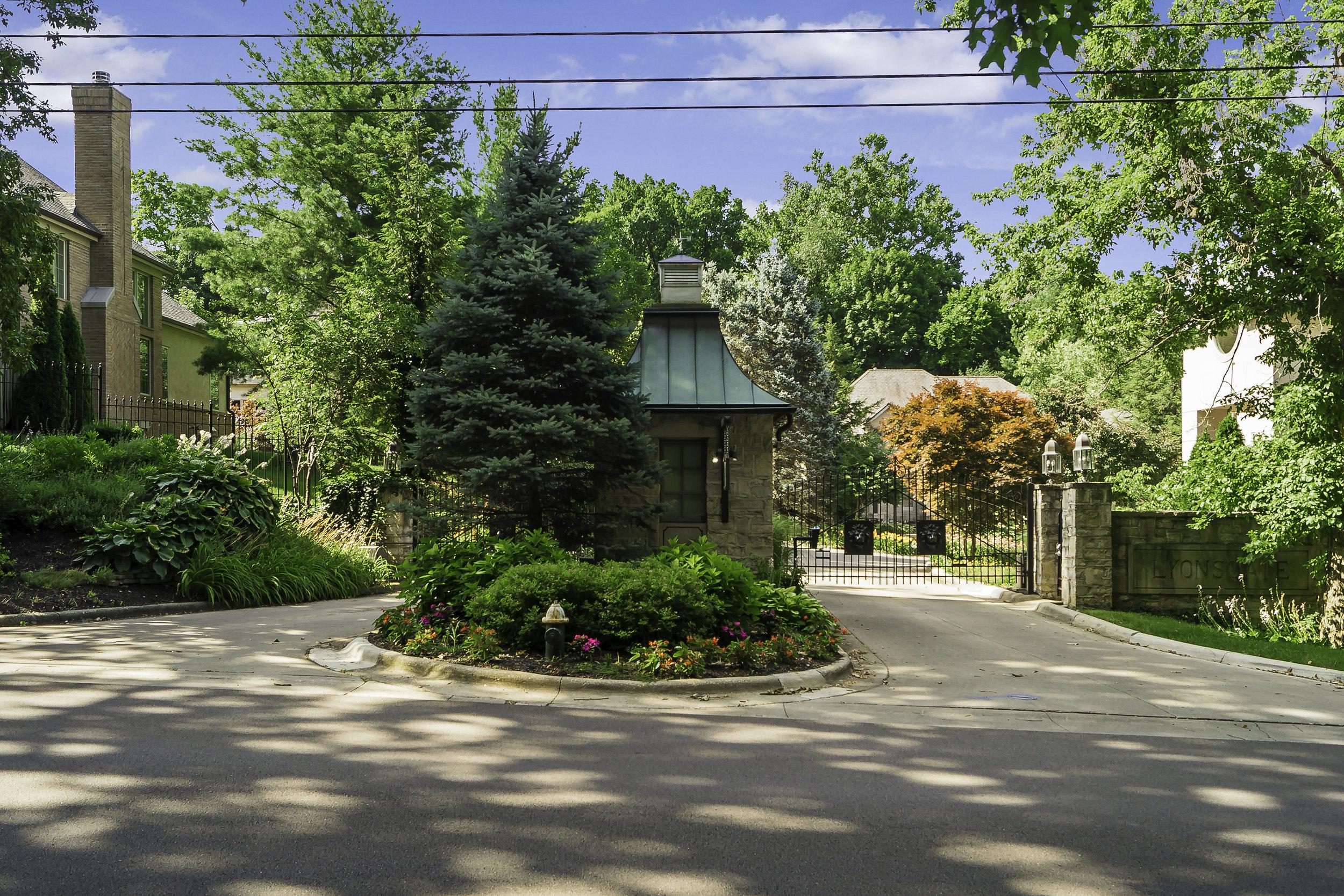 M 5 Lyons Gate149.jpg