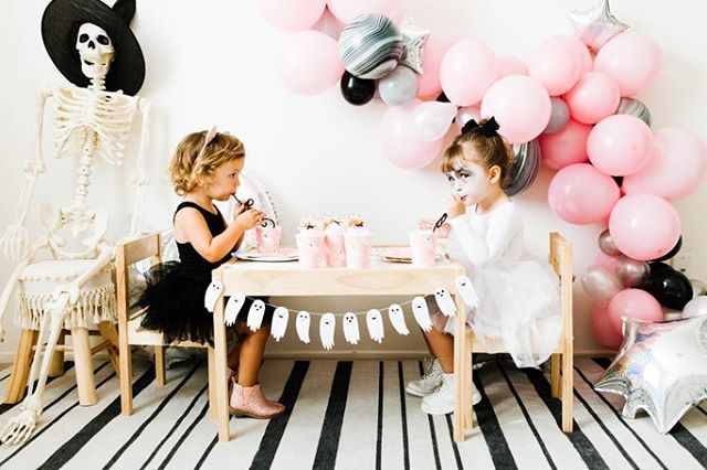 Cutest little Halloween party for these sweet girls! 😍 swipe to see how the invite matched! This seriously makes me want to throw a mini party for Benny. He's wayyyyy into Halloween. Like obsessed. 😍