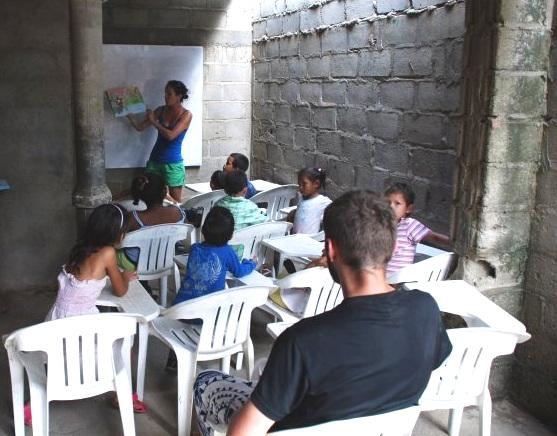 Megan teaching children in a hot, cramped class in Santa Marta, Colombia