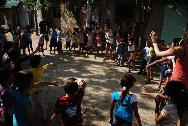 Megan PLAYING with kids in Santa Marta, Colombia. Note the difference in attendance?!