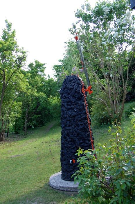 Knivaren  kom till galleriets trädgård 2009.