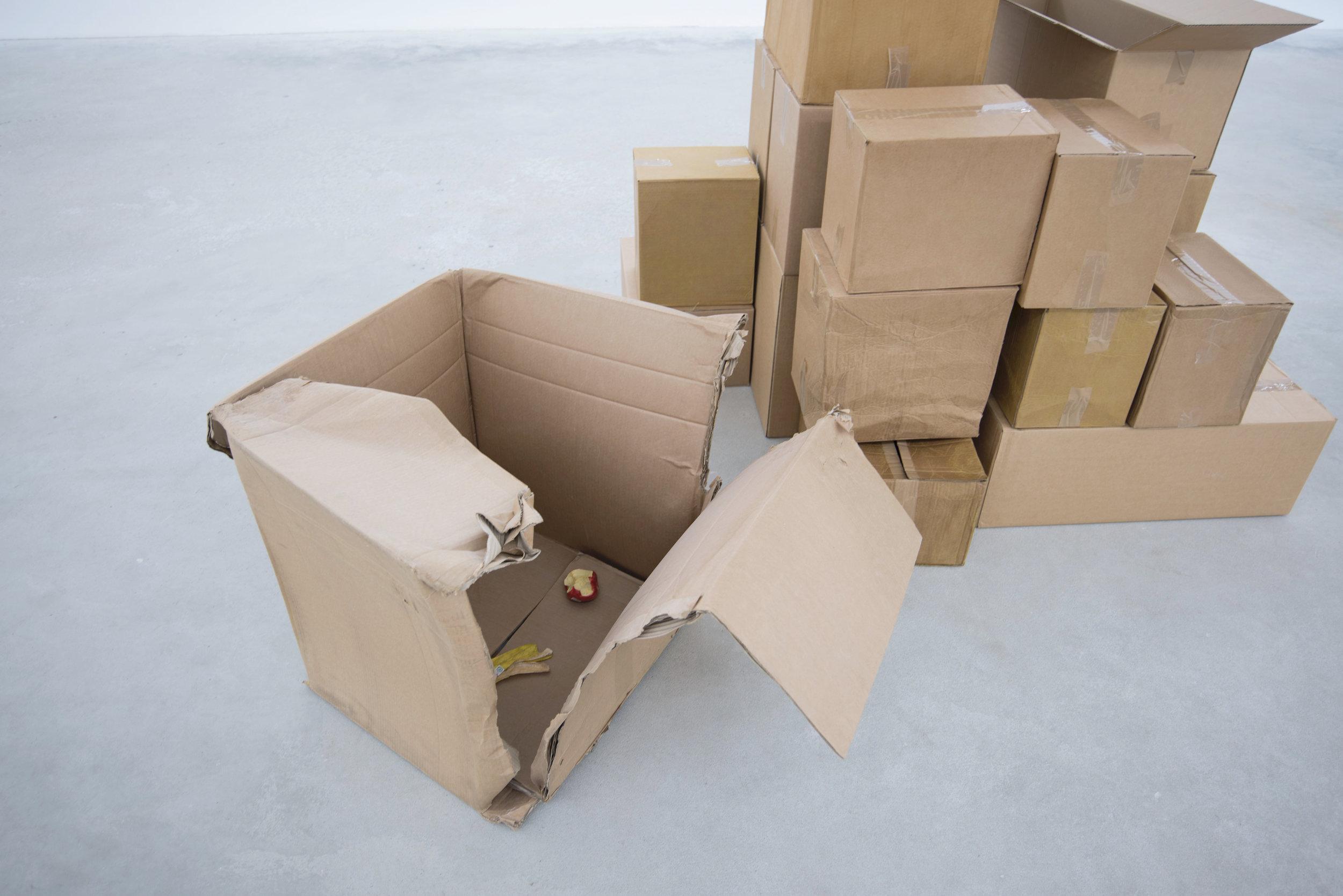 """Rasmus Ramö Streith - I Streith's ofta narrativt drivna installationer möts film, handgjorda skulpturer och funna objekt. Tillsammans eller enskilt används de till att bygga upp en atmosfär och olika situationer som kan beskrivas som kusliga samtidigt som det finns en förankring i det vardagliga. Där undersöks det mellanrum som uppstår i människans olika relationer till objekt. Mellanrummet används för att förstärka eller förvränga. Objekten arbetas fram som hela berättelser eller fragment av något. """"Saker"""" laddas med ny information och erbjuder en upplevelse, en fiktion där nya detaljer kan bli synliga. Platser och karaktärer träder fram, någonting har hänt, eller kommer att hända.Rasmus Ramö Streith föddes 1985 i Falköping, Sverige. Tog sin Masterexamen inom fri konst på Malmö Konsthögskola 2018. Har en bakgrund inom stop motion animation. Tog en Kandidatexamen vid Högskolan på Gotland 2009 i programmet """"Att skriva manus för film"""". Med en utgångspunkt inom just film har skrivandet och uppbyggnaden av filmset letat sig in i hans konstnärliga praktik.Till grupputställningen på Arnstedt presenterar Streith nya arbeten. Bland annat en serie väggbaserade skulpturer/reliefer som blandar stilleben och filmens rörlighet, bit för bit återges en scen vid ett middagsbord. På golvet står också ett antal kartonger som har öppnats och packats upp.'Cut off my arm. I say,"""